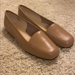 Bandolino tan loafers